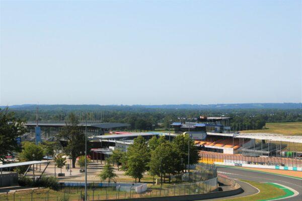 24 Heures du Mans : Une tribune emblématique du circuit change de couleur